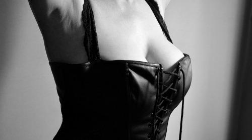 lingerie-2282475_1280